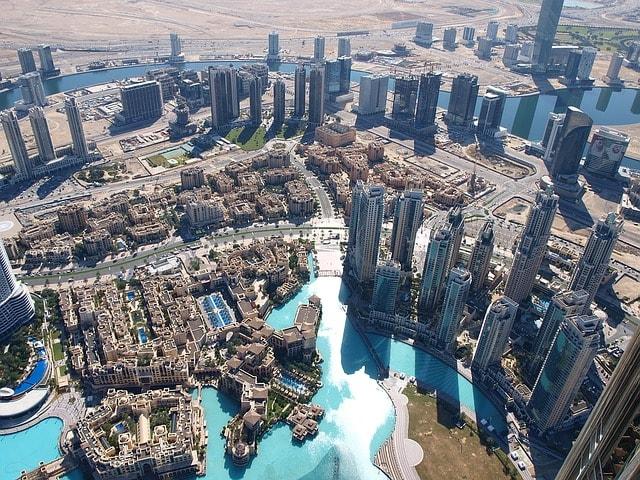 Dubai, eine Stadt, welche ihr Trinkwasser überwiegend durch Meerwasserentsalzung gewinnt